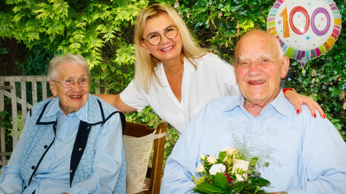 100 jähriger Geburtstag von Bürgermeister Ahrens mit Ehefrau - Pflegeagentur Senioren Anker Bremerhaven